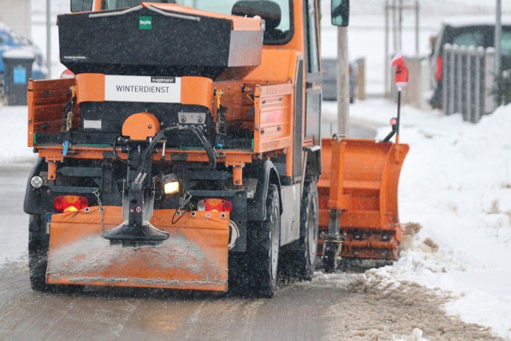Ook in de winter zorgt Green Masters voor een propere parking door preventief zout te strooien of door sneeuw te ruimen.
